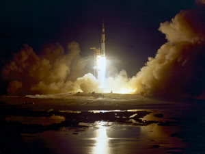 Apollo_17_Launch_NASA_public_domain