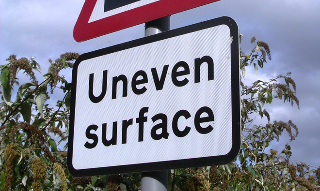 uneven-surface-road-sign-1514261-660x395